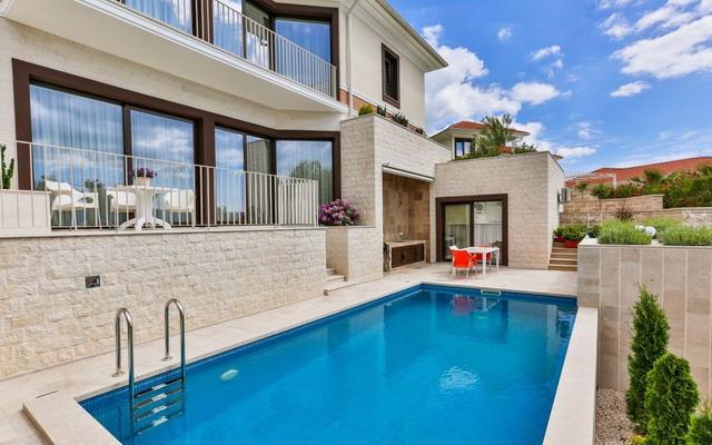 Купить дом в Тивате Черногория